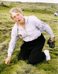 Image of Stef demonstrating how to pick and eat berries in Iceland